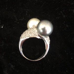 Jewelry - Sterling Silver Pearl Ring